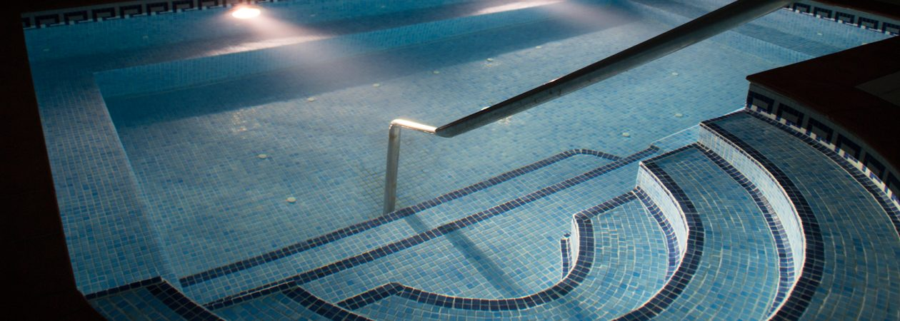 Vista de la piscina en Natura Beauty Benalmádena (Hotel Best Tritón)